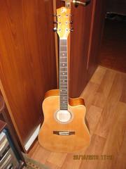 Продам аккустическую гитару!!!